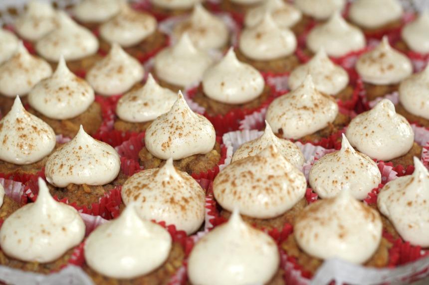 Mini Apfel Cupcakes Frischkäse Frosting