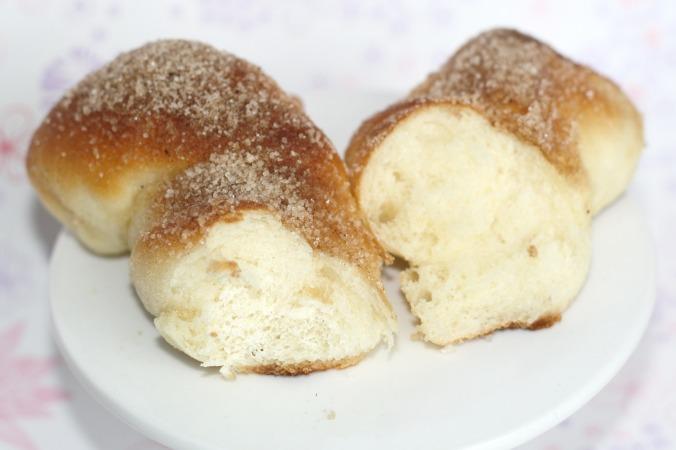 Hefebrötchen mit Zimt und Zucker