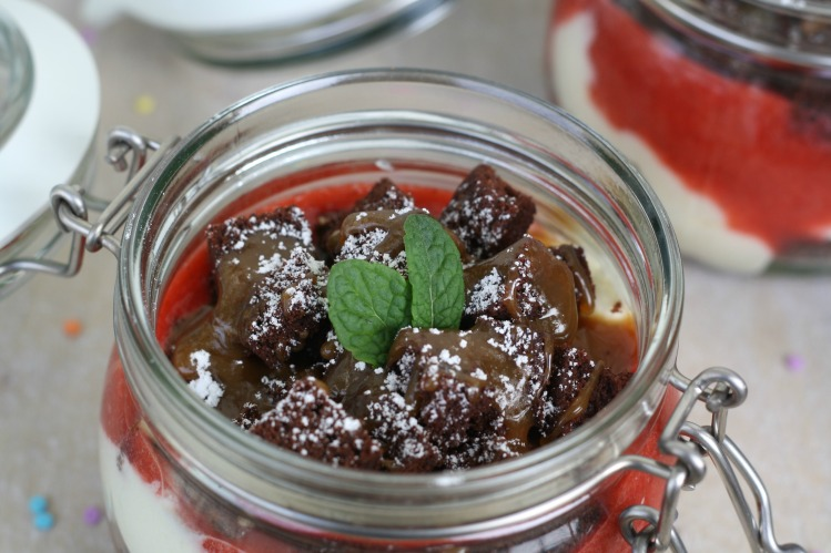 double chocolate Schoko Brownie Trifle Beeren Erdbeeren Vanillemousse Vanillecreme Karamell