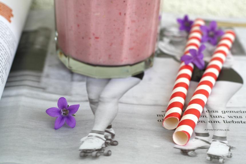 Erdbeer Haferflocken Smoothie Frühstück