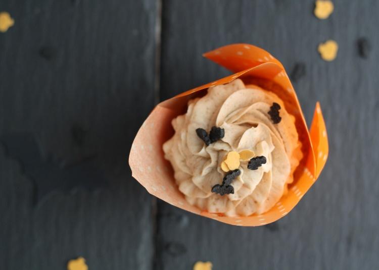 Geister-Milchshakes und Kürbis Cupcakes mit Bratapfelfrosting