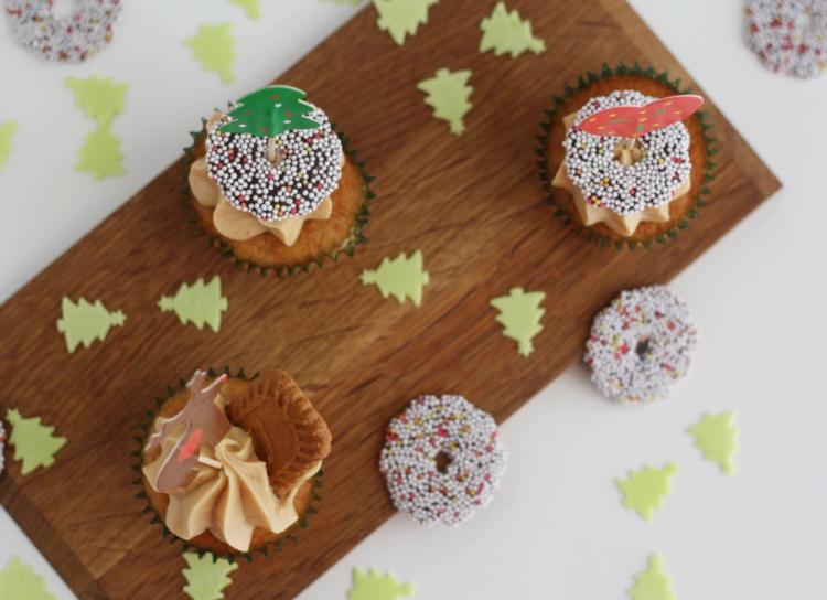 Lebkuchen-Bratapfelcupcakes mit Karamellgebäckcreme