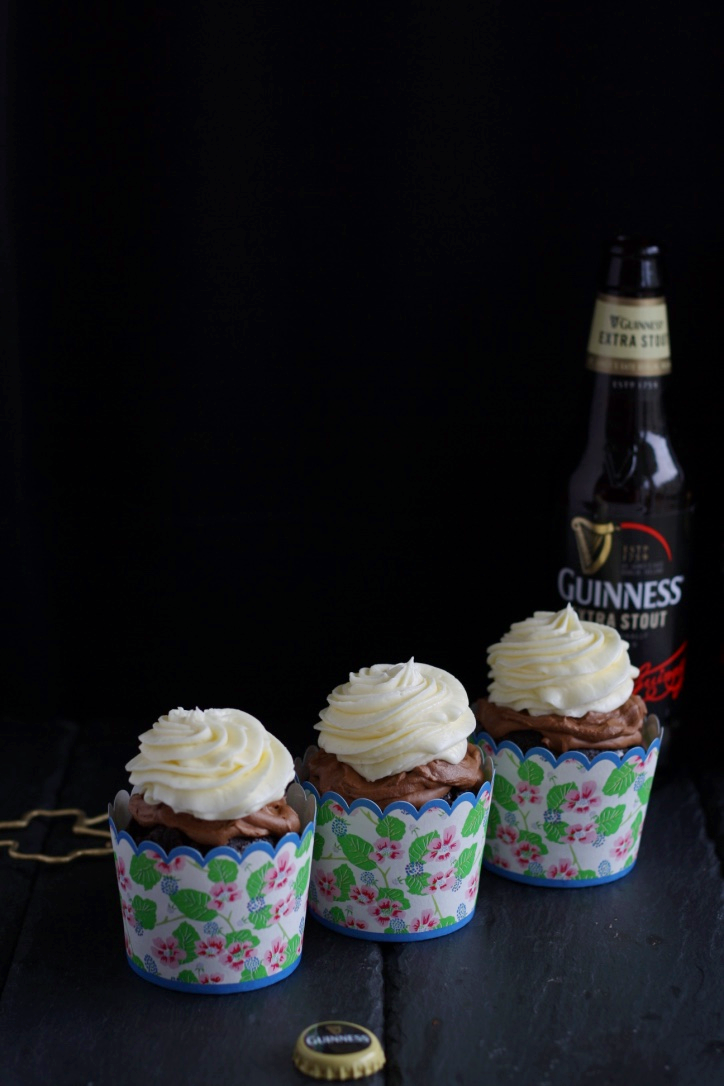 Guinness Cupcakes mit Schokocreme und Frischkäsefrosting