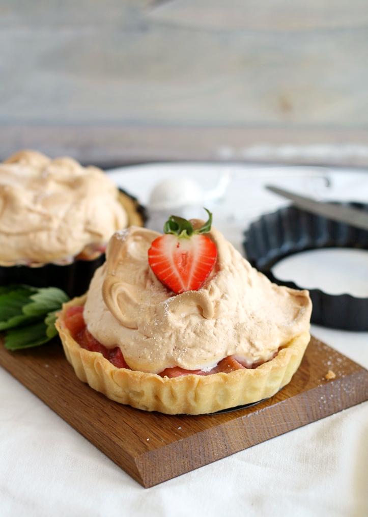 Erdbeer Rhabarber Baiser Tartelettes