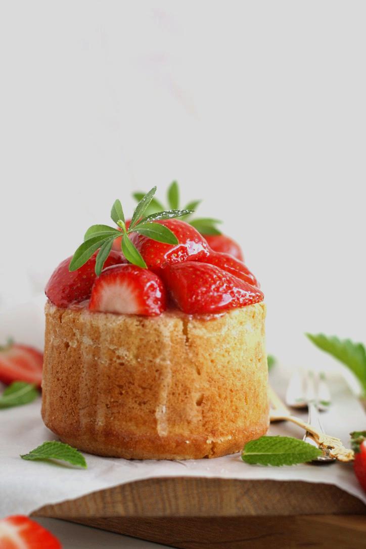 Obsttörtchen mit Erdbeeren und Vanillepudding