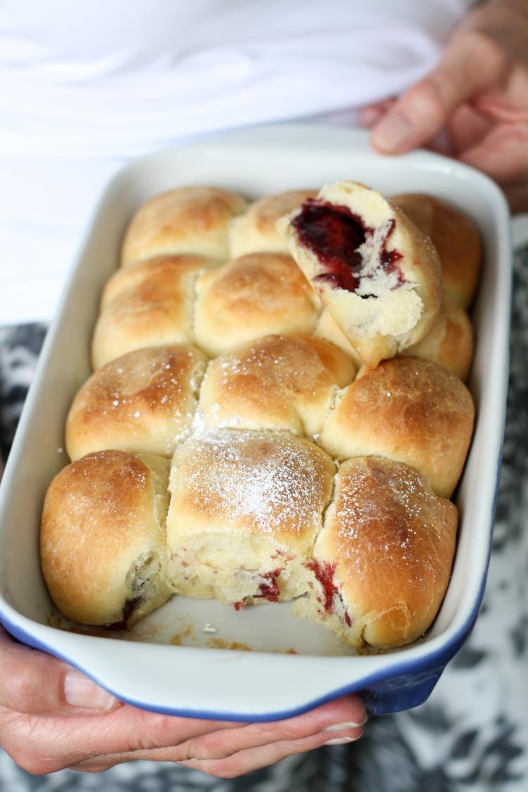 Flaumige Buchteln Marmelade Rohrnudeln sweet yeast buns