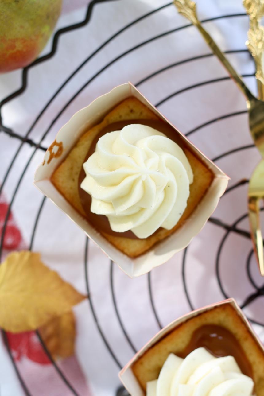 Apfel Cupcakes mit Karamell und Frischkäsefrosting