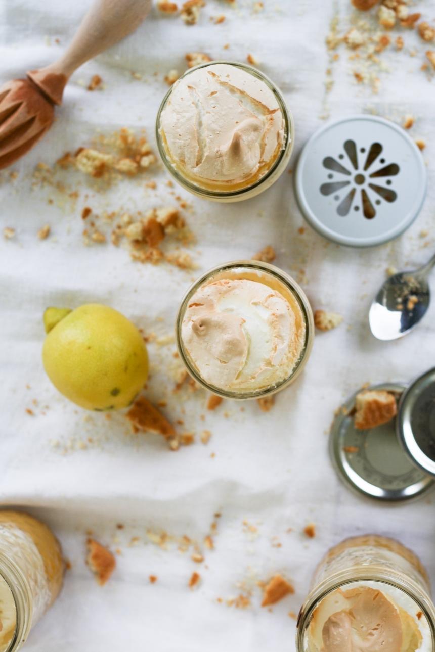 Lemon Meringue Pie oder ein Zitronen Pie mit Baiserhaube aus dem Glas
