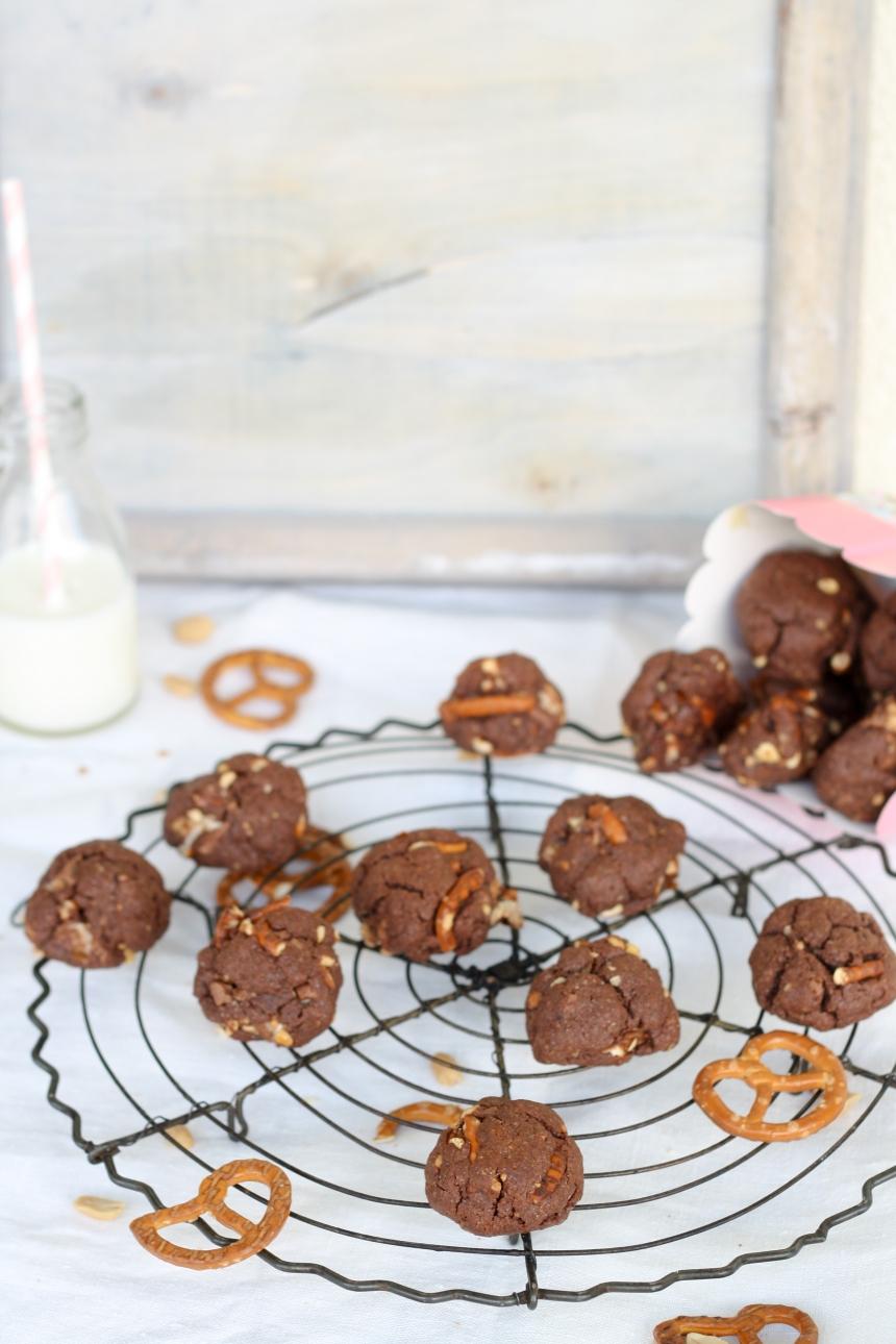 Schokoladen Erdnussbutter Salzbrezel Snickers Cookies Kekse