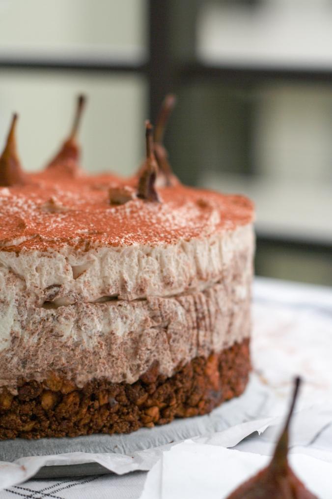 Die erste Torte des Jahres: {no-bake Maroni-Schokoladen-Cheesecake mit pochierten Birnen}