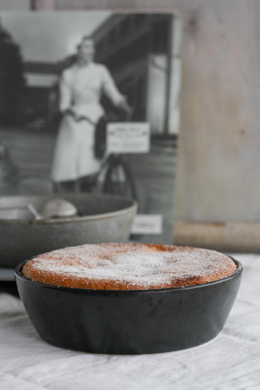 Apfelkuchen-upside-down-apple-cake-Biskuit-Dessert-Kuchen