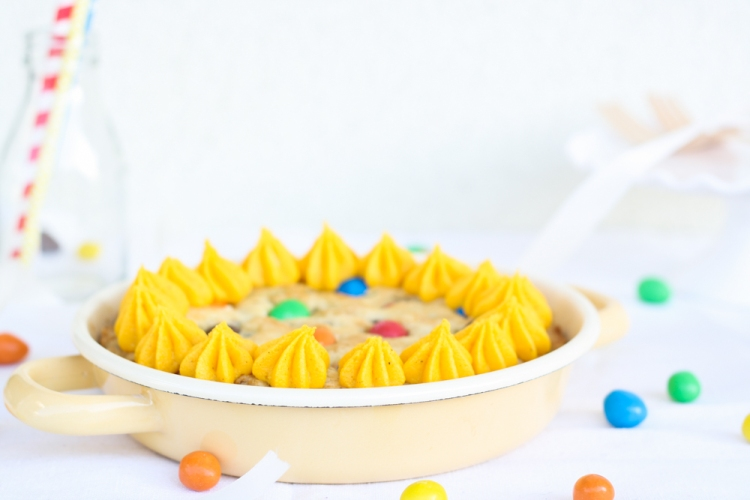 Cookie Torte mit Buttercreme und Erdnuss M&Ms