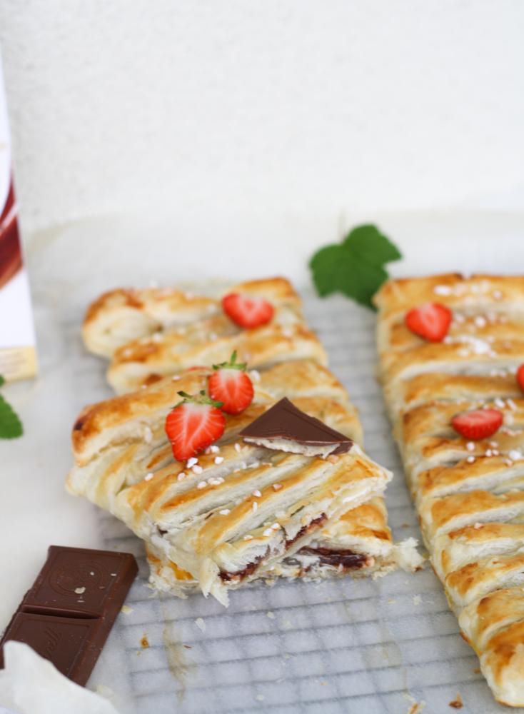 Lindt Creation Macaron - Blätterteigstrudel mit Schokoladen-Topfen-Füllung