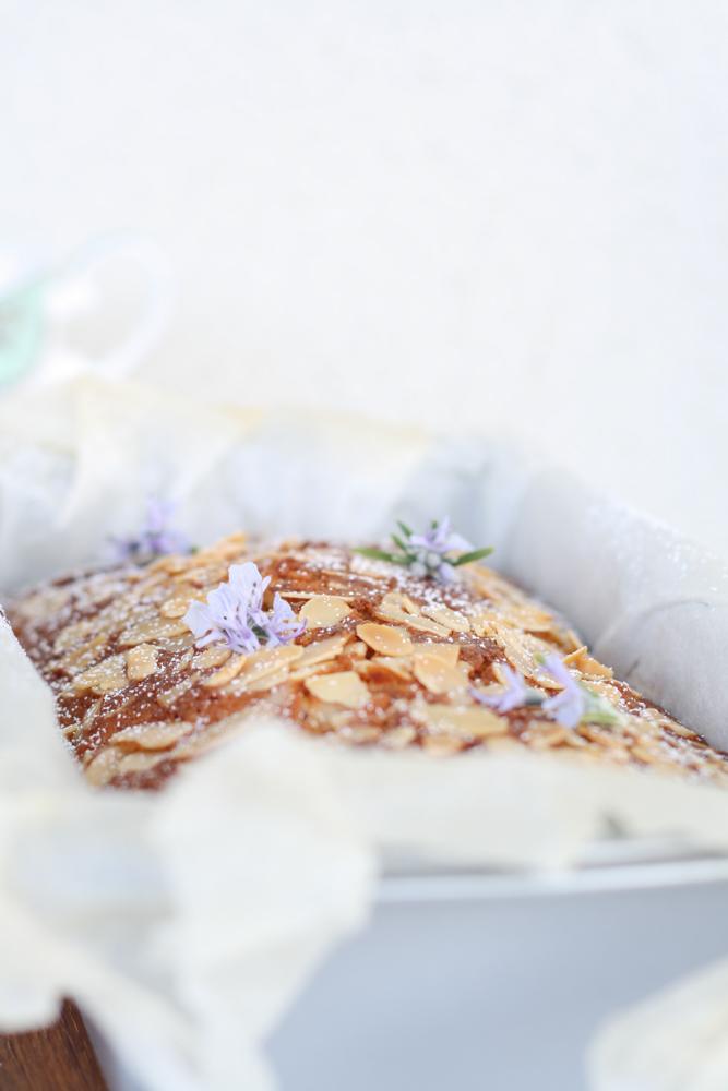 Rhabarber-Kastenkuchen mit Mandeln