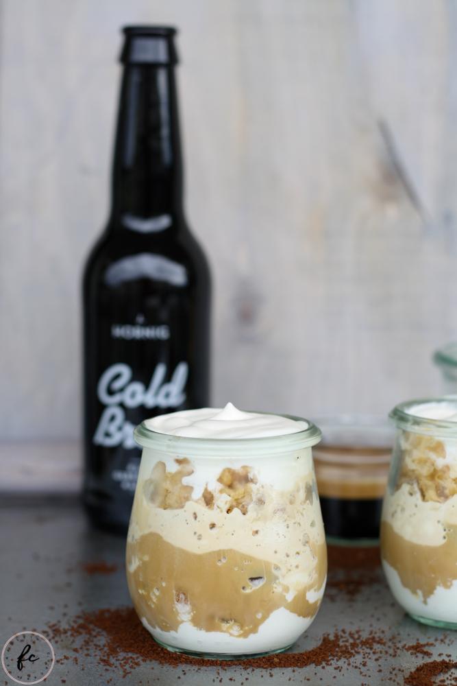 cold brew Kaffee Granita mit Eierlikör und Schlagobers