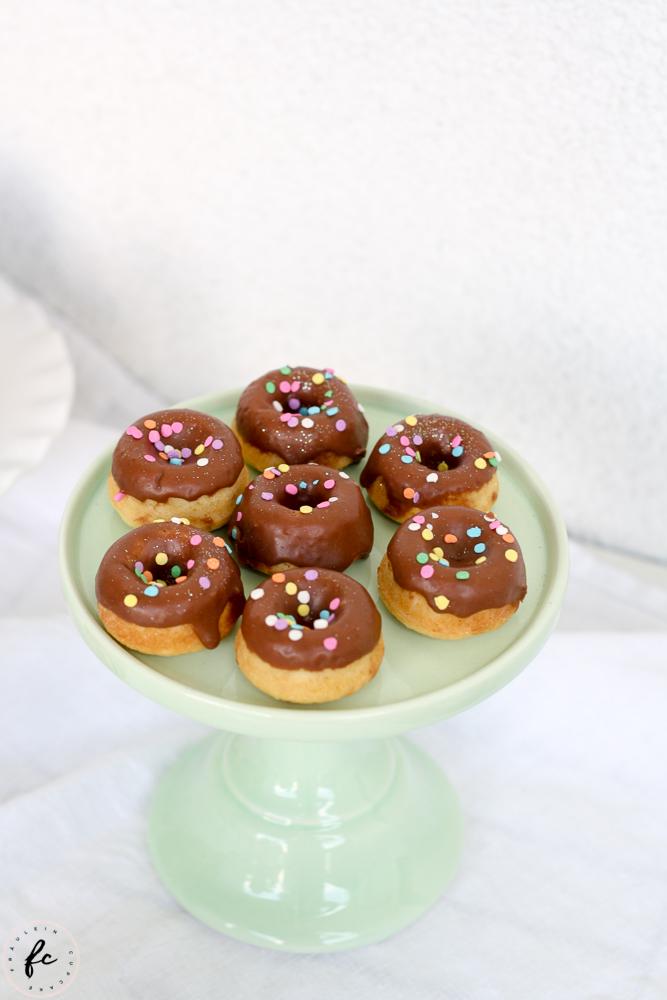 Erdbeer Cupcakes mit Donuts-4