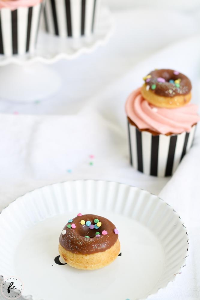 Erdbeer Cupcakes mit Donuts-5