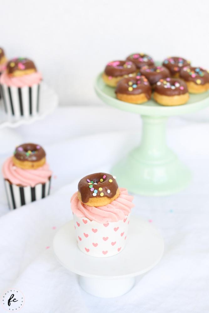 Erdbeer Cupcakes mit Donuts