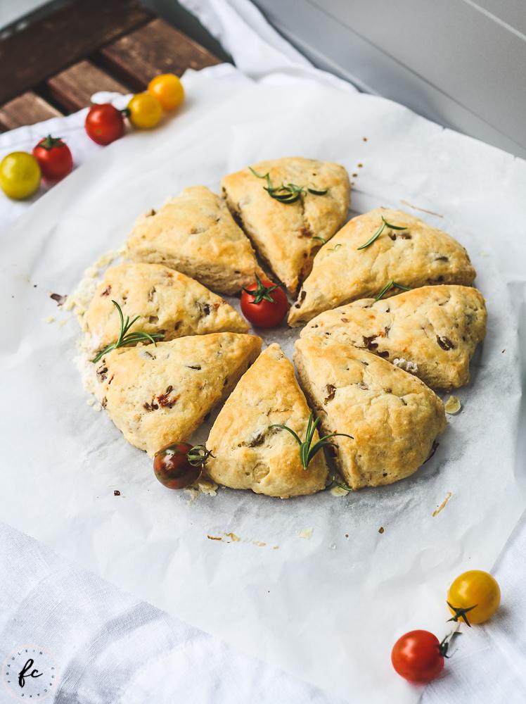 Scones mit Oliven und getrockneten Tomaten-5